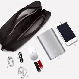 Liten väska för kablar och laddare - svart